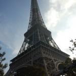 根本らへんから見上げたエッフェル塔
