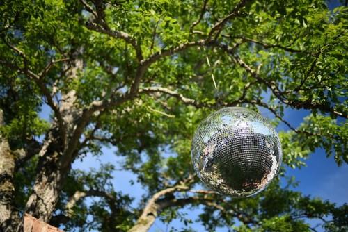 木とミラーボールの組み合わせがなんか不思議でした