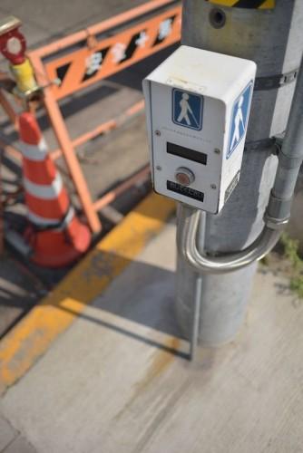 信号の押しボタン