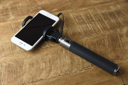 TT-ST006にiPhone6を装着した状態