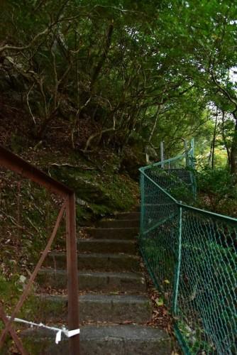 ここからは激しい階段