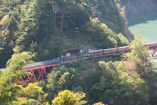 意外と手前の方で止まる電車
