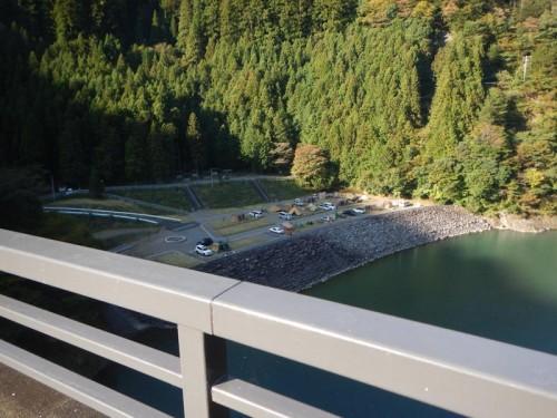 道中の橋の上から見えたアプトいちしろキャンプ場
