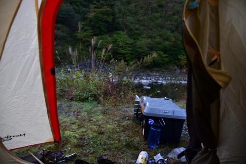 八木キャンプ場は川のそばのキャンプ場です