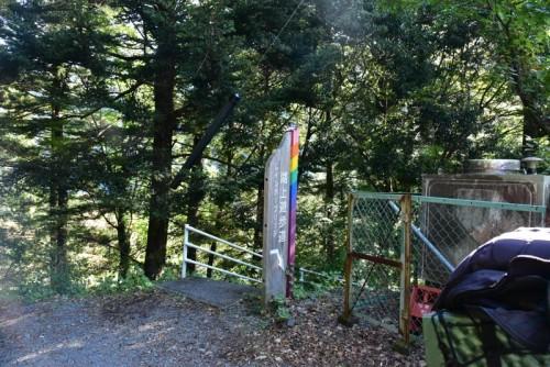 「湖上遊歩道 レインボーブリッジ」とある看板