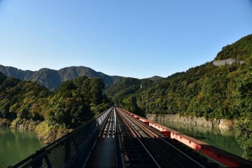 奥大井湖上駅へ向かうレインボーブリッジ