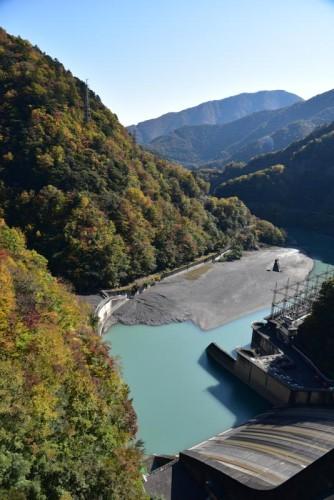 ダム下流側